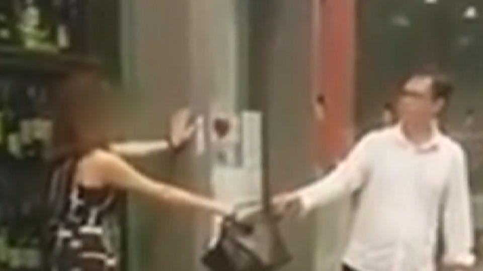 台灣「很有錢姐」暴打運將 咬保全 在星國被控4罪