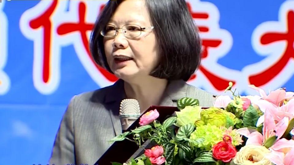 「屏東女兒」蔡總統:高鐵延伸屏東可評估