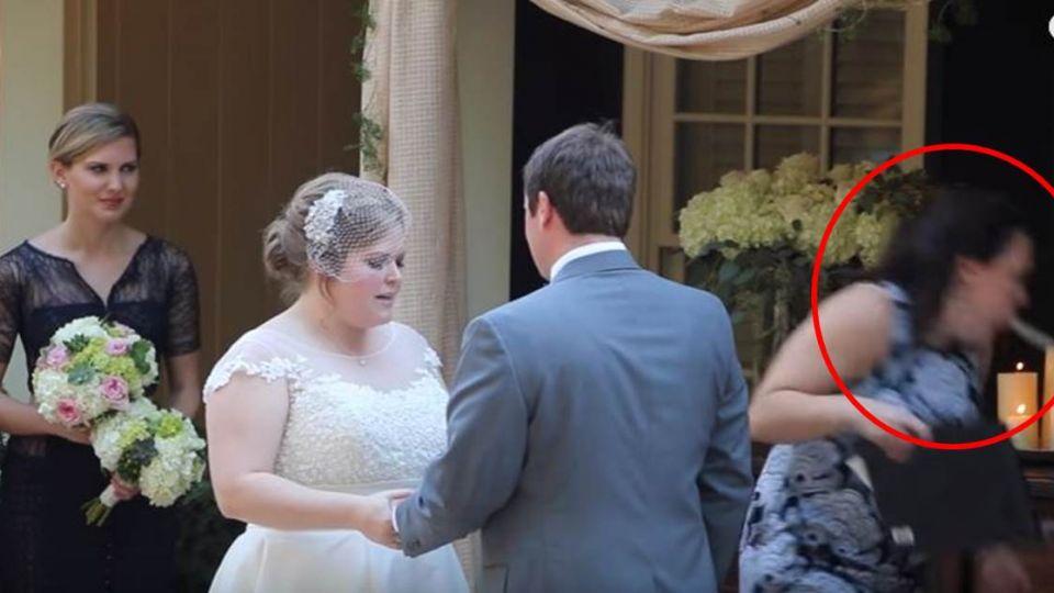 【影片】新娘深情唸誓言 證婚人一個轉頭「嗚嘔~」吐到瘋癲