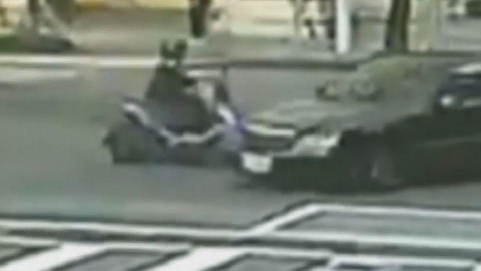 未禮讓直行車 轎車左轉撞機車 騎士彈飛傷