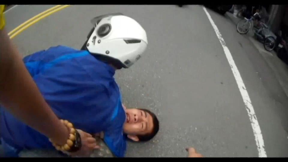 萬年老梗!「騙兒欠債遭綁」 警百米衝刺逮車手