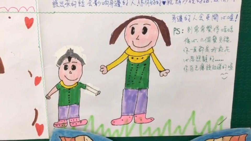 「媽媽母親節快樂」 小學生課堂上向母親說愛