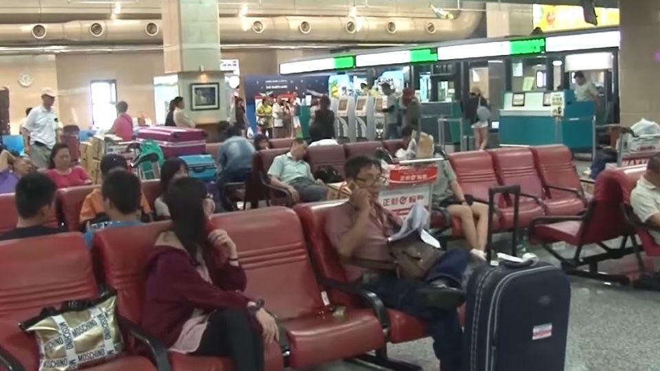航班「來不及飛」卡馬公機場 民眾控:遠航說謊