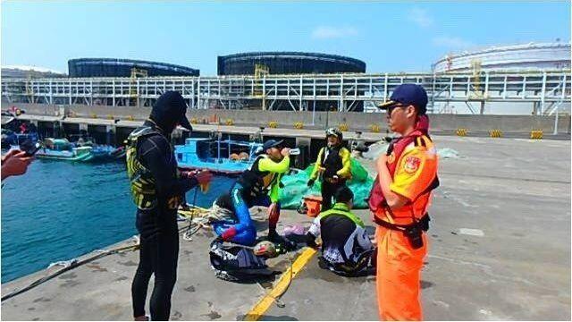 【更新】狂到掉渣!他們「騎車」橫越台灣海峽 跨60km險變偷渡客