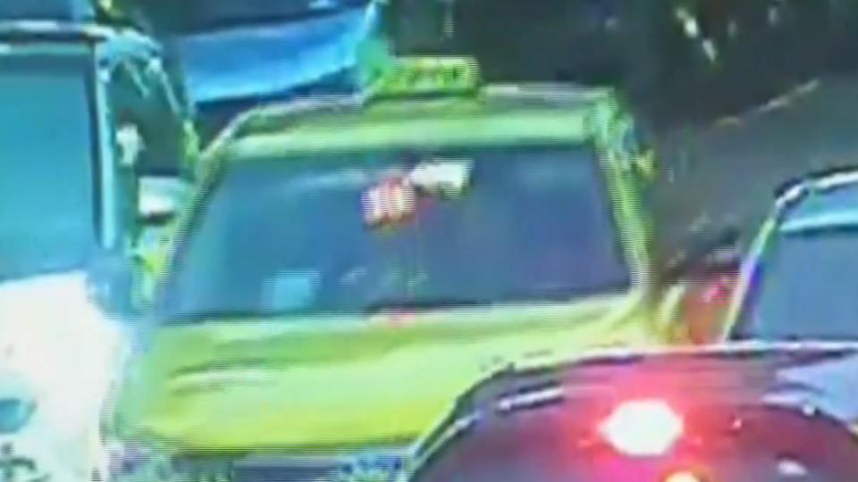 計程車連撞兩車肇逃 運將高燒41度「不知道」