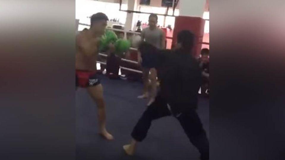 【影片】糗翻了!武當弟子PK搏擊猛男 他不到10秒就被KO