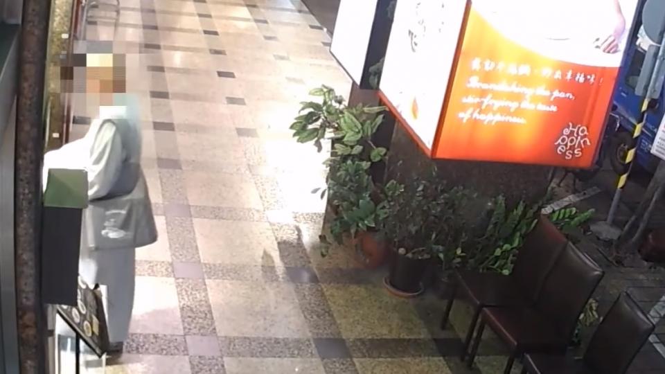 袈裟男餐廳化緣 客人捐錢反遭偷萬元皮夾