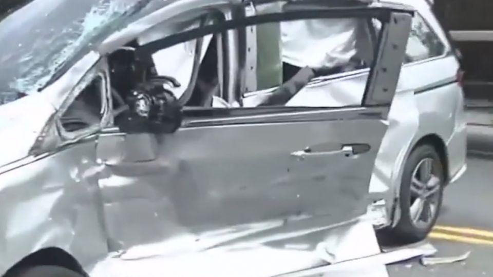 疑雙黃線迴轉 休旅車遭砂石車撞駕駛身亡