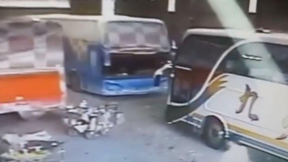 煞不住!無人遊覽車衝車道險撞 「洪金寶」幫追車