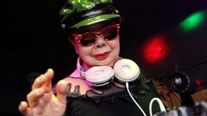 【美麗佳人】別管百大DJ了!你看過82歲的日本阿嬤DJ嗎?