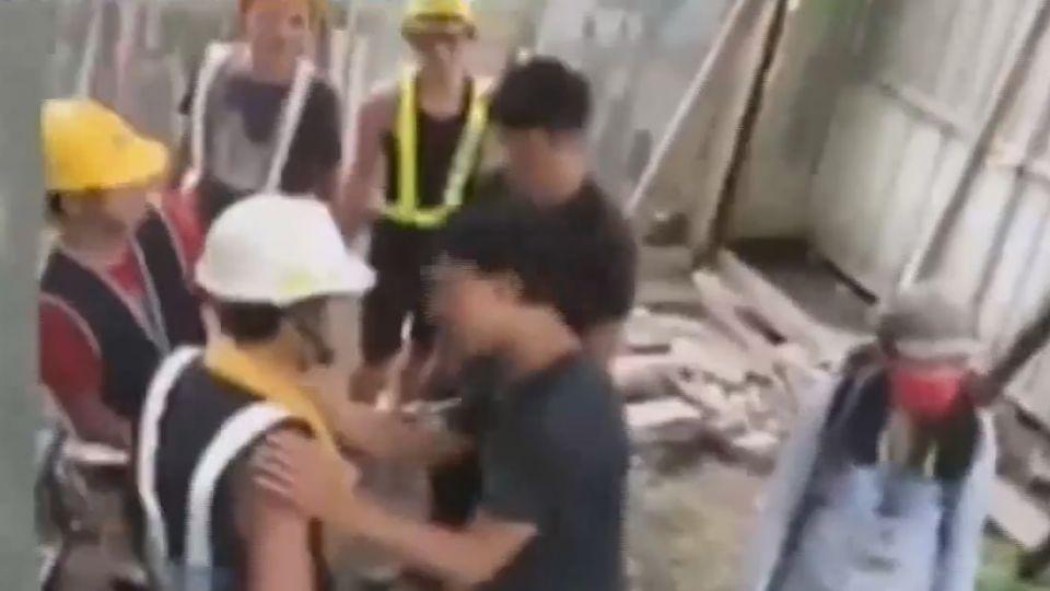 肉身護樹又見衝突 工人舉電鑽作勢威脅