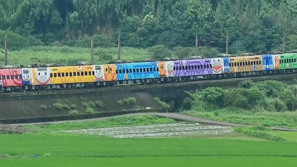 8代同堂! 台鐵130週年彩繪車 端午連假登場
