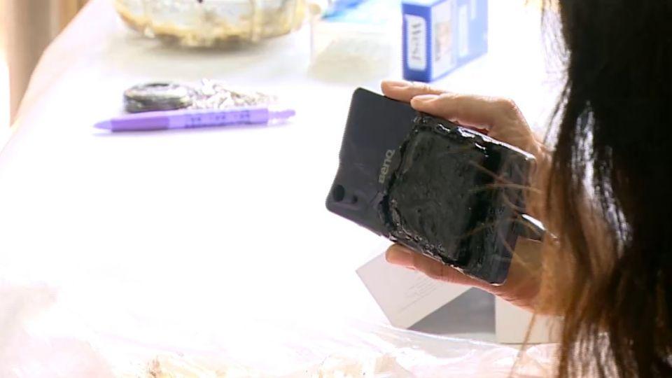 BENQ手機關機充電 竟悶燒險釀火災嚇壞民眾