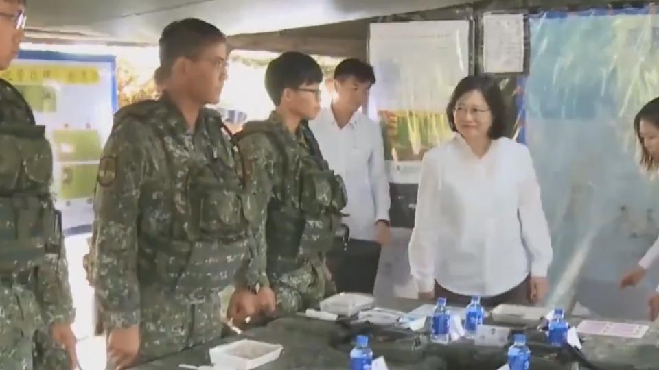 總統與官兵吃野戰餐包 機密險外洩?