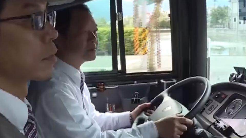 遊覽車標示雙駕駛 「不知誰開」反遭罰9千