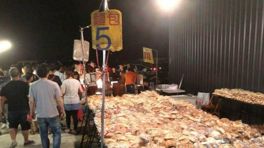 驚人!夜市麵包「一個只賣5元」 網友點破「賺錢」內幕