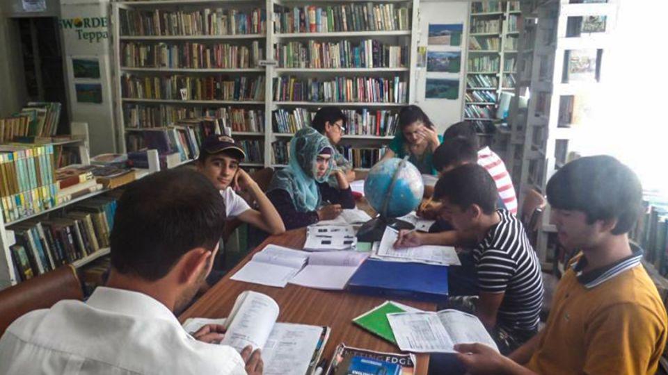 【端傳媒】一個英國人如何在塔吉克建起藏書3萬本的英語圖書館?