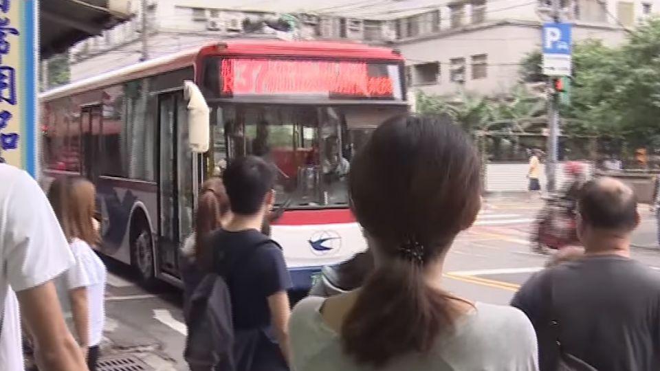 「好了喔」! 婦公車謾罵 司機霸氣封車制止