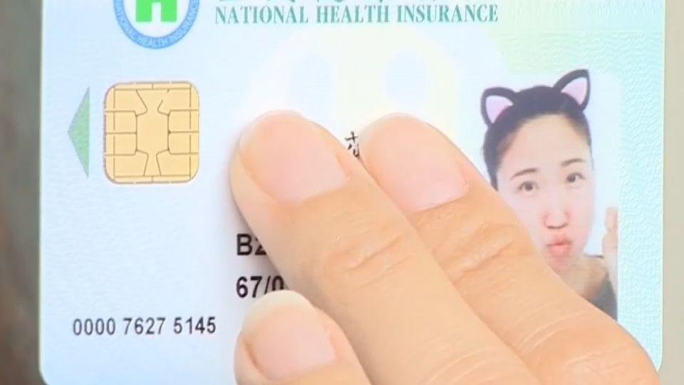 嘟嘴耍萌大頭照 申請健保卡「照」過關