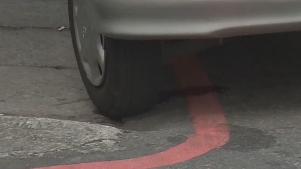 為問路停紅線遭檢舉 二審逆轉駕駛挨罰900元