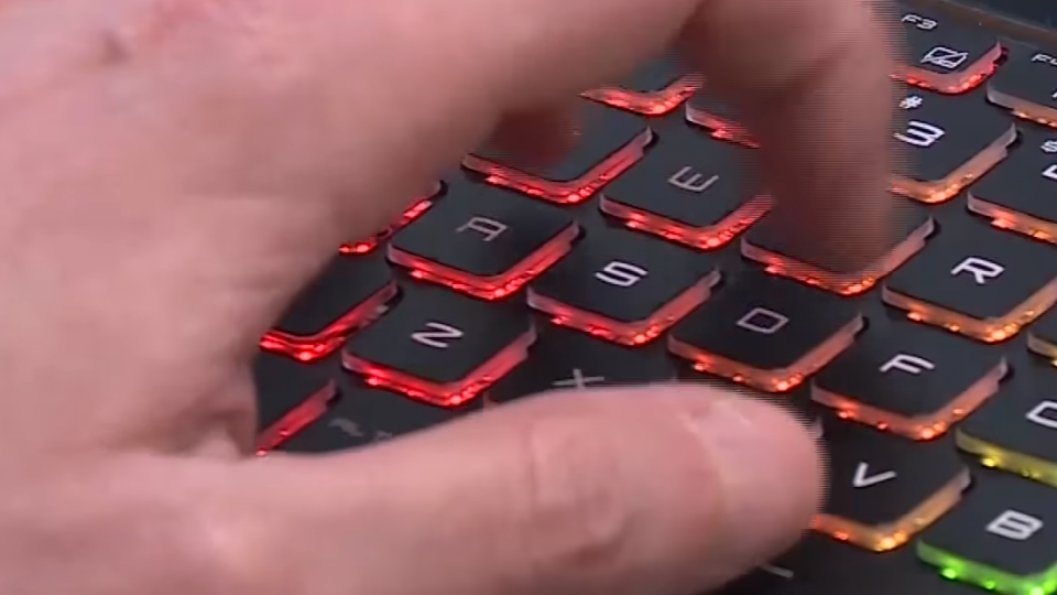 搶攻電競商機 輕薄筆電與顯示器革新登場