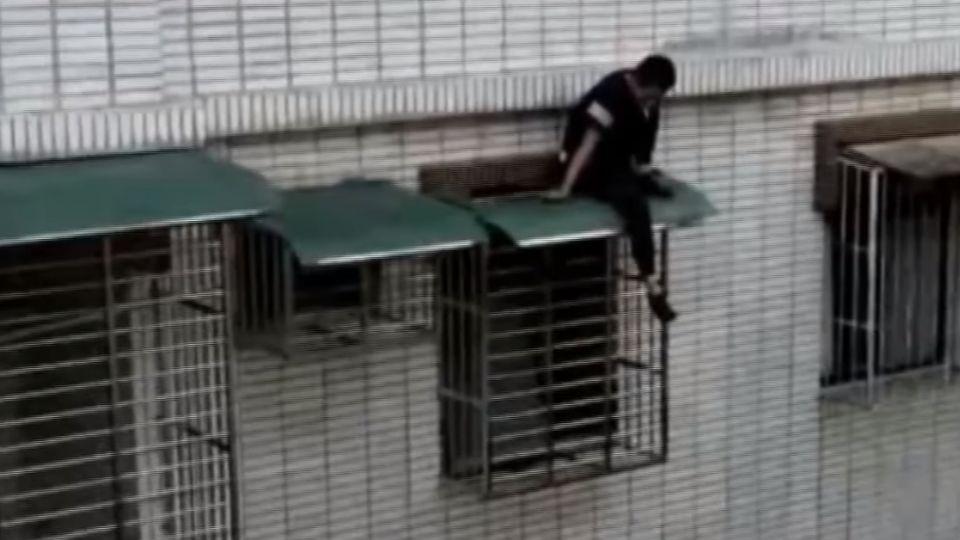 「別跳啦」 男偷竊失風憂遭逮 墜4樓腳骨折