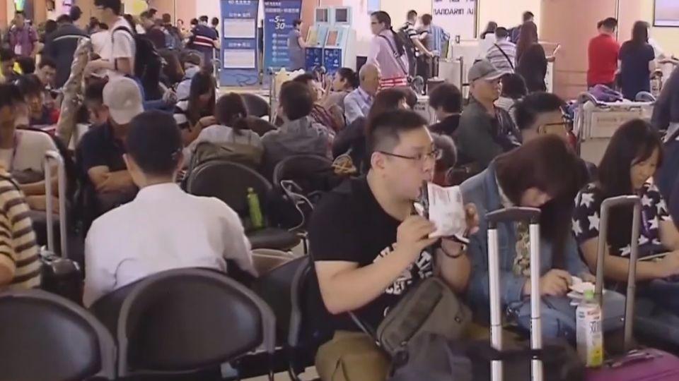 豪雨襲!機場航班亂 旅客退費糾紛火氣大