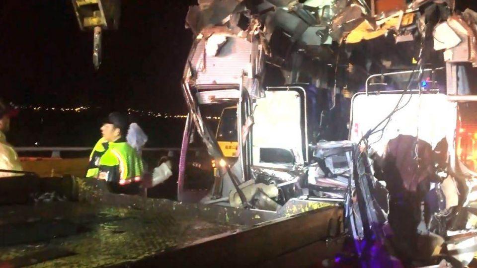28乘客驚魂!客運追撞拖板車 駕駛「肋骨刺肺」亡