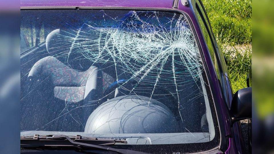 閉眼叫不醒1HR…警破窗救 母破口罵「進口車玻璃很貴」