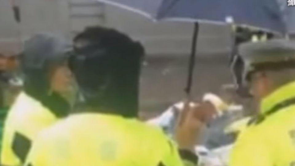 原民凱道抗議滿百日 警趁雨強勢驅離