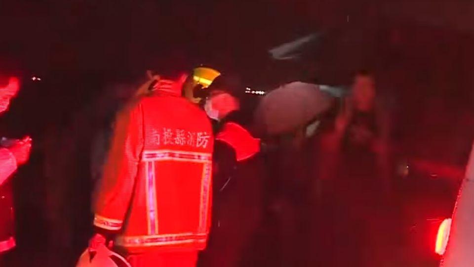 國道客運追撞貨櫃車 釀30人傷、司機亡