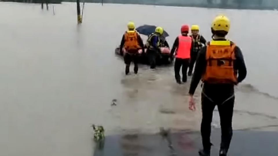 斗南豪雨溪暴漲 安養中心逾50人受困急撤