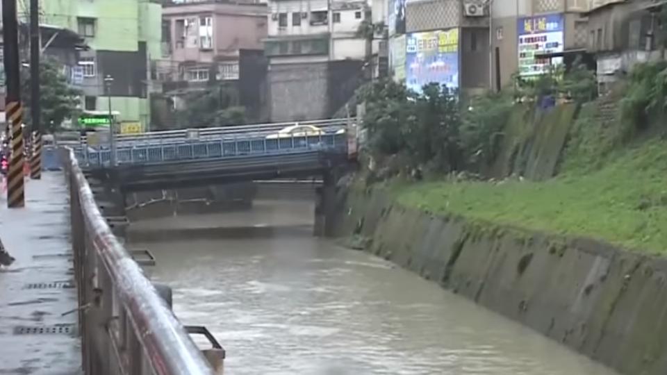 強降雨大武崙溪易暴漲 離一樓住家僅30米