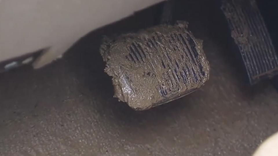 避買泡水車撇步 注意「霉味、淤泥、水漬」