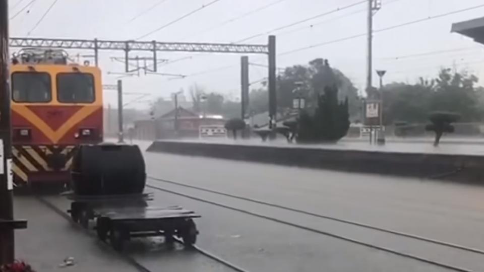 斗南火車站一度淹水 中午過後陸續通車