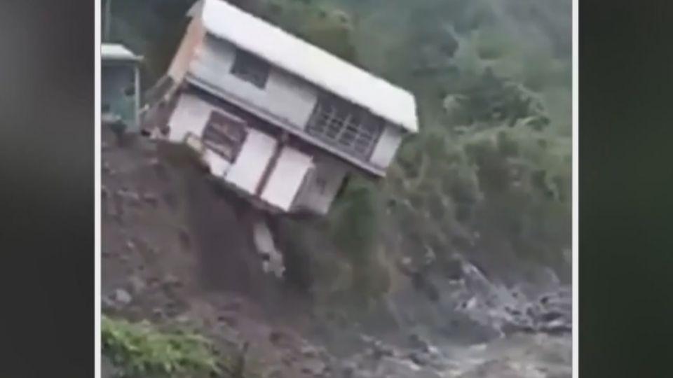 鐵皮屋驚墜溪!湍流淘地基 神木村8屋被吞了