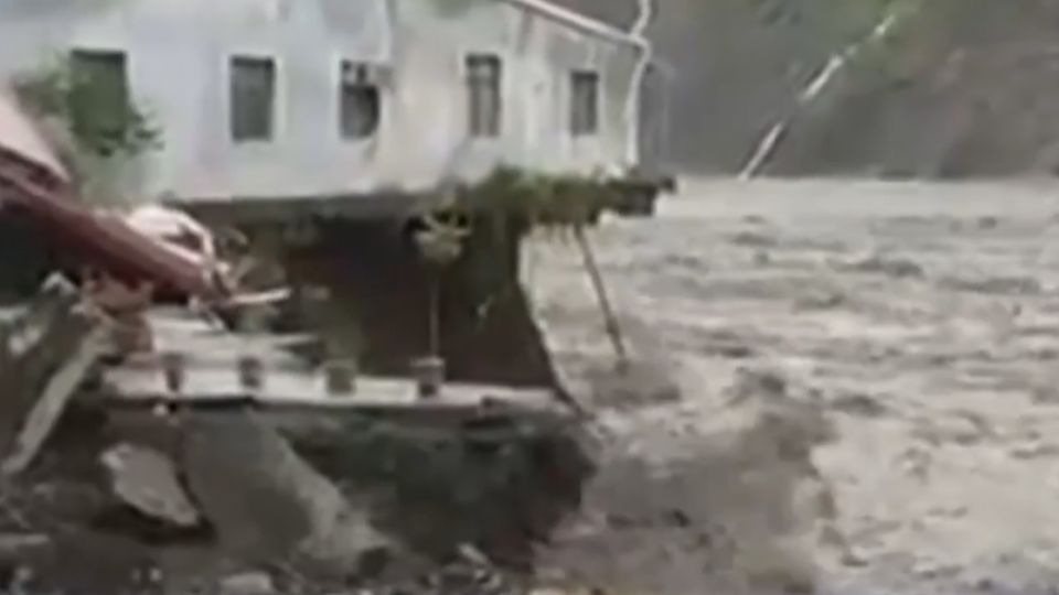 桃源勤和部落10民宅遭沖走 溪水暴漲道路斷
