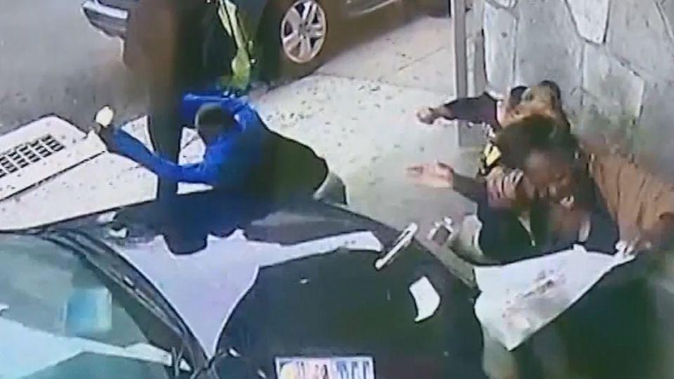 小客車突衝上人行道 勇婦肉身擋車護童