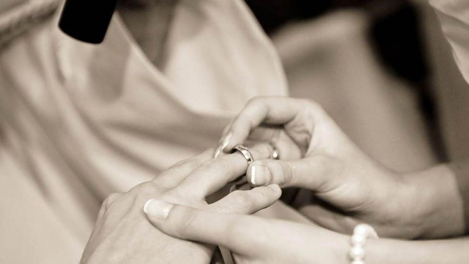 她問「男友月薪6萬才嫁很過分?」  網友神回反嗆獲掌聲