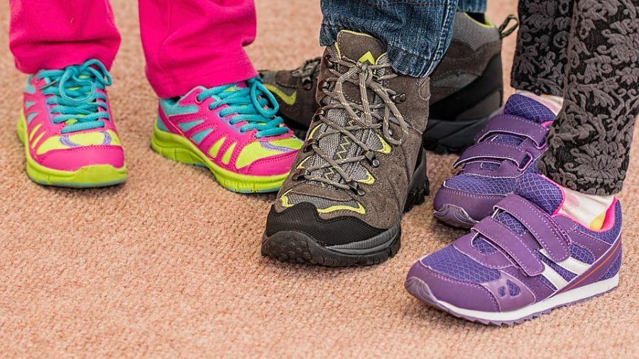 鞋底能看病!醫師圖解5種「磨損位置」 看出走路姿勢不良