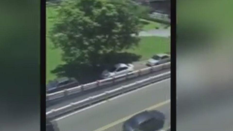 誰才是三寶? 整排車倒車讓逆向車