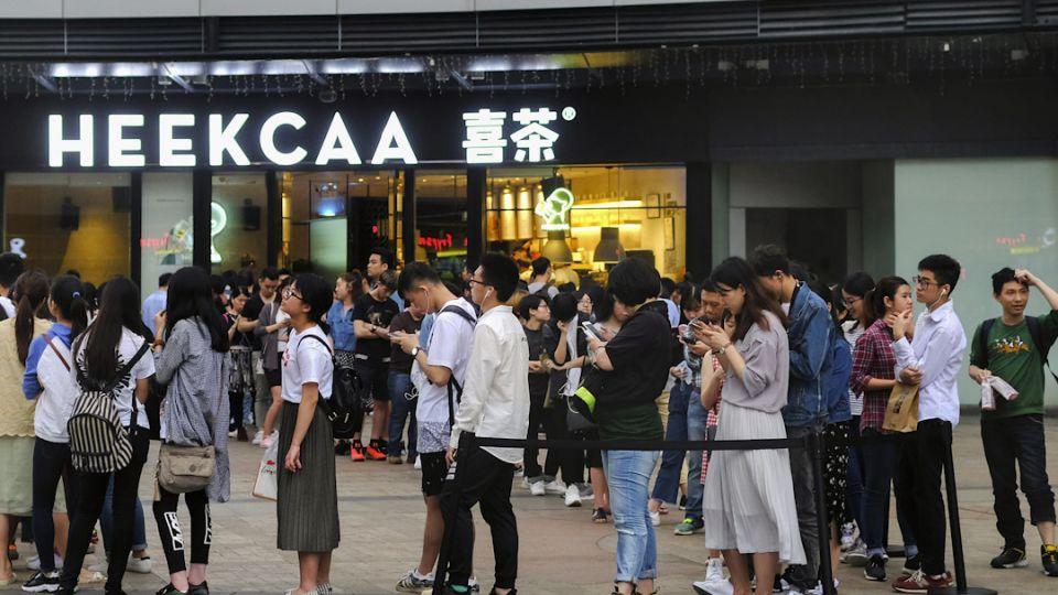 【端傳媒】為一杯「喜茶」排隊三小時,中國青年蓋不住的消費升級欲望