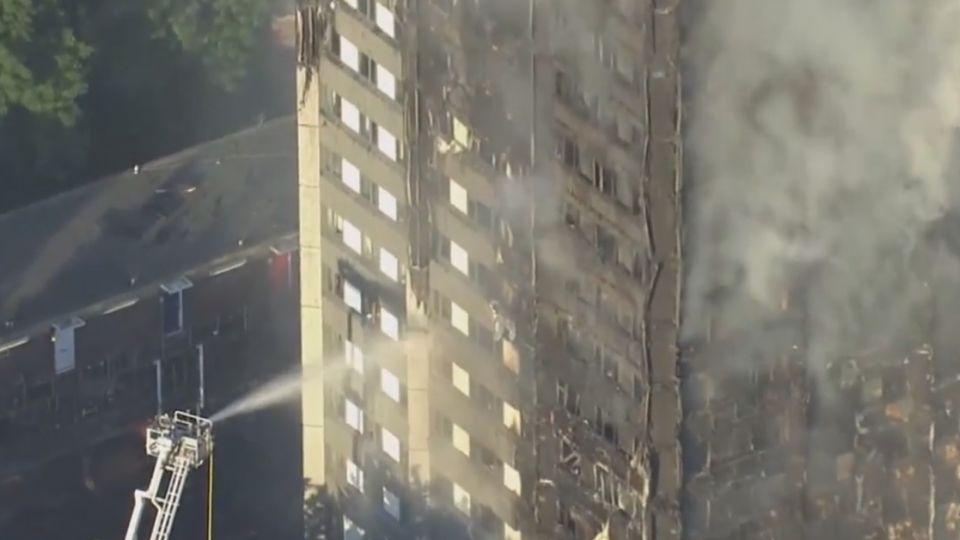 西倫敦24層公寓大火 多人死逾50人送醫