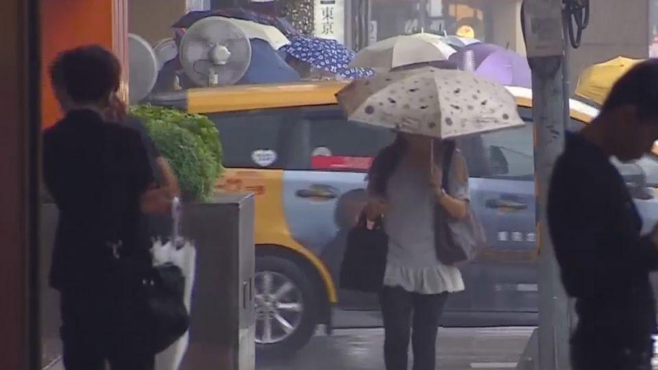 一出門立馬濕怎解? 梅雨季鞋防水學問大