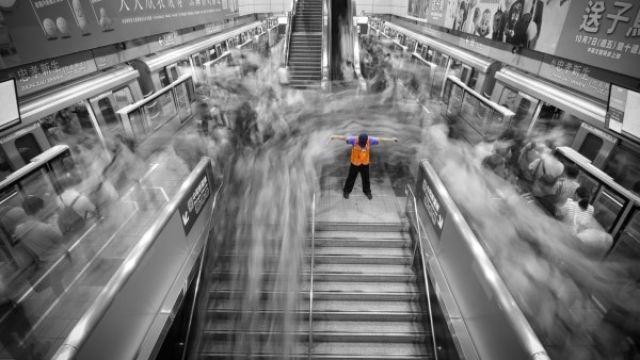 讚!高職生獲法國攝影大獎 「捷運保全日常」撼人心