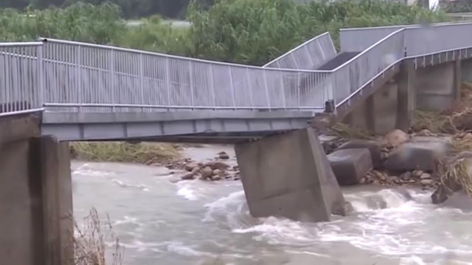 苗栗銅鑼便橋斷裂 村民急拉封鎖線