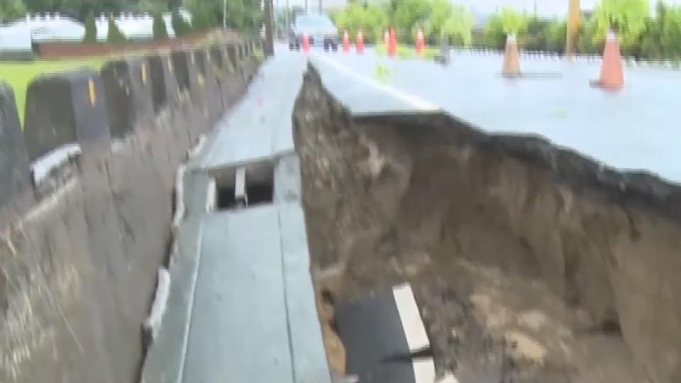 大雨致災!彰化溪埔路「土層流失」道路塌一排