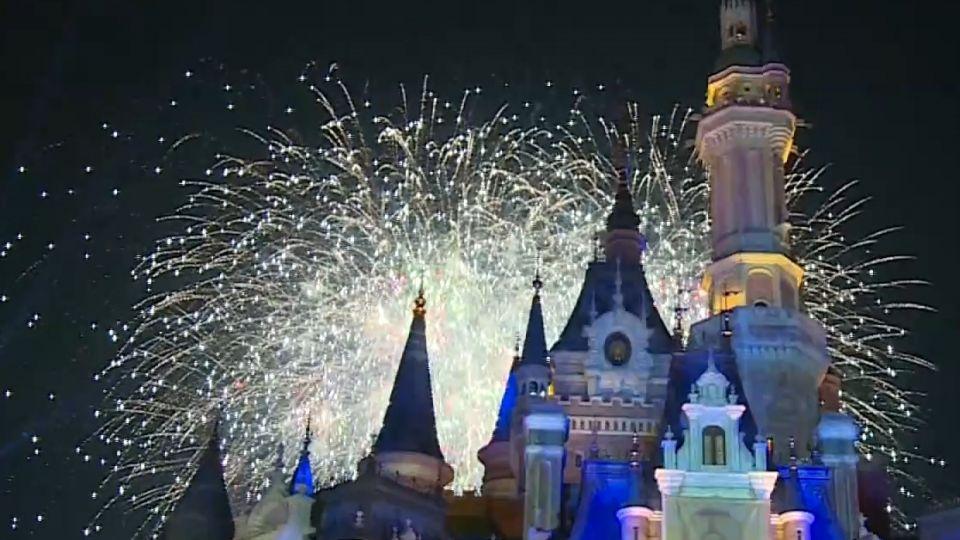 主題樂園開幕一年 焰火燈光秀回顧經典