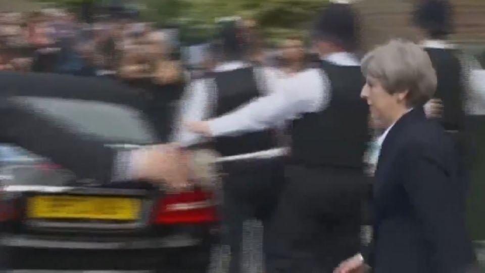 倫敦惡火30死、數十失蹤 英相被噓爆