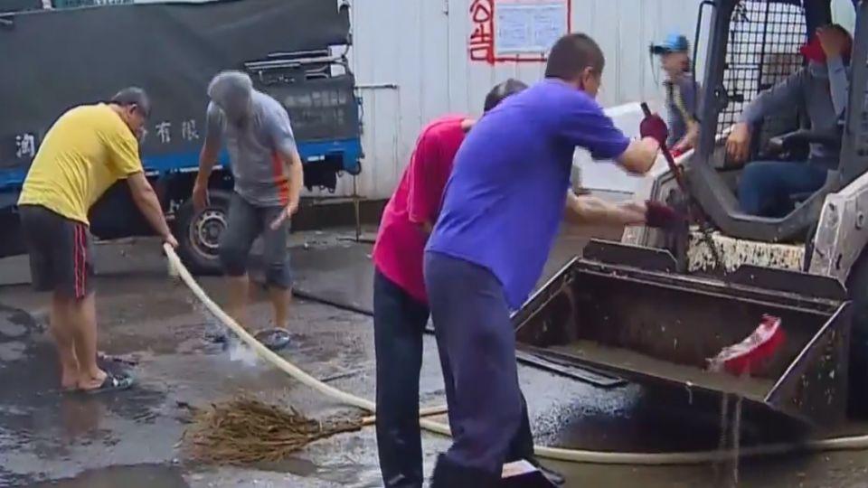 噁!環南市場遭爆 廢水「直接」排入河川